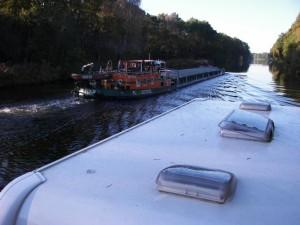 Auf dem Oder-Havel-Kanal ist der freecamper mit Berufsschiffen unterwegs