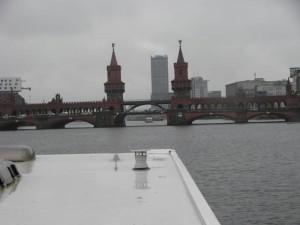 eine der vielen Berliner Brücken, unter der wir mit dem freecamper durchfahren müssen