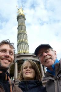 Selfie Markus Simon Hans vor der Berliner Siegessäule