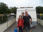 Diese Österreicher fanden die Idee mit dem eigenen Wohnwagen als Hausboot super cool!