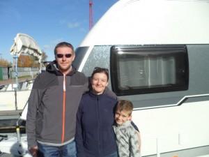 Diese Sachsen meinen: tolles Erlebnis mit dem Wohnwagen auf dem Wasser unterwegs zu sein!